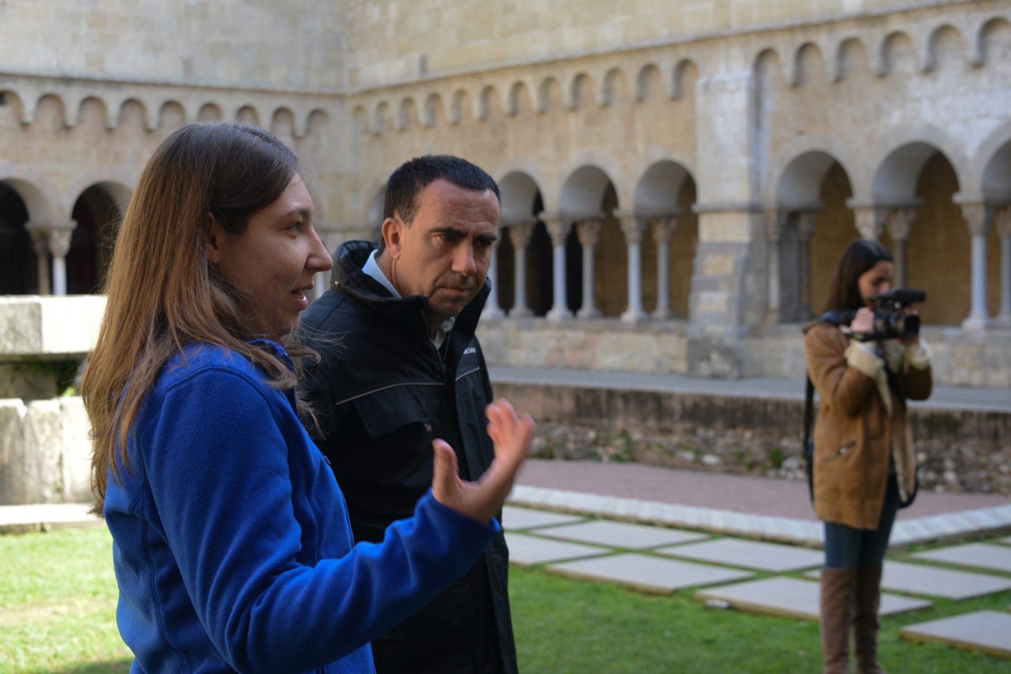 Visites guiades monestir de sant cugat Carla i el Edu. Insercio laboral fundació friends